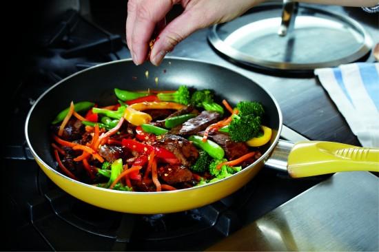 Xào thịt bò cùng các loại rau.