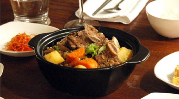 Món sườn lợn om rau củ kiểu Hàn ngon.