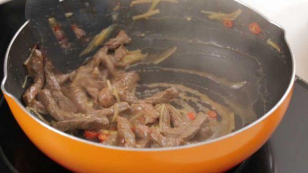 Cách xào thịt bò.