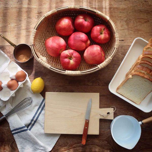 Lựa táo ngon - gọt sạch vỏ
