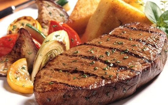 Món bò bít tết ngon