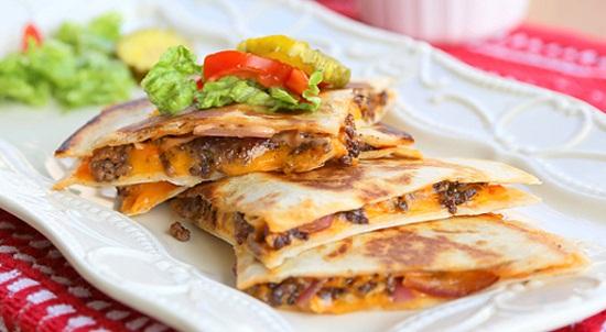 Món bánh pizza thịt bò kiểu Mexico thơm giòn .