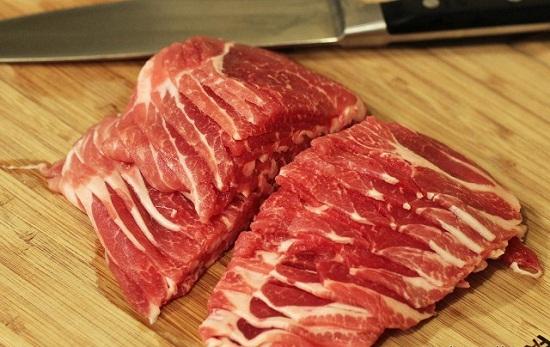 Thịt heo cắt lát.
