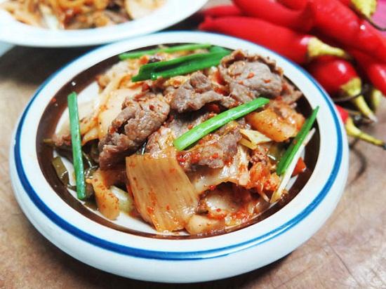 Món thịt heo xào kim chi.