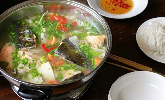 Món lẩu đầu cá hồi thơm ngon hấp dẫn