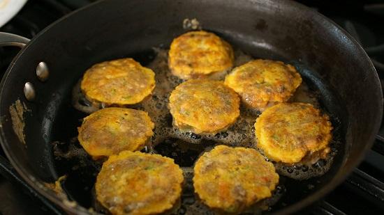 Cách làm món chả thịt đậu phụ chiên.