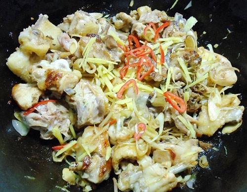 Cách làm gà xào cay