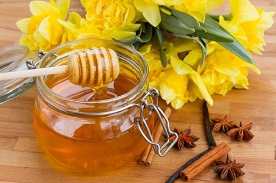 Mật ong nguyên chất sẽ mềm hơn.