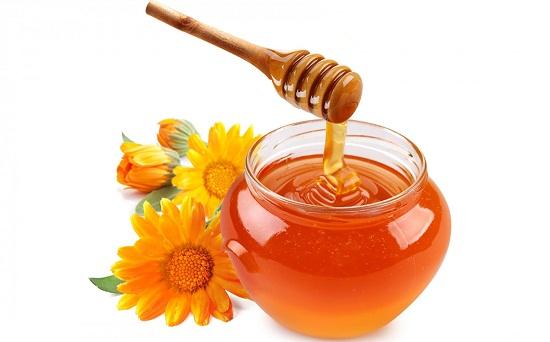 Cho mật ong vào tủ lạnh.