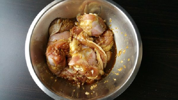 Thịt gà ướp gia vị