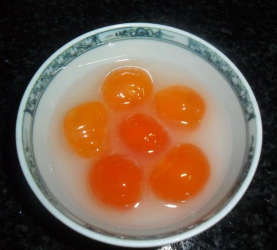 Lòng đỏ trứng vịt muối ngâm rượu trắng