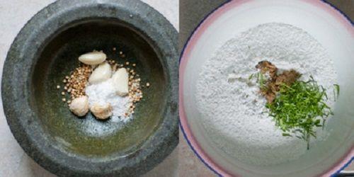 Cho muối, gừng, tỏi và hạt thì là vào cối giã nhuyễn