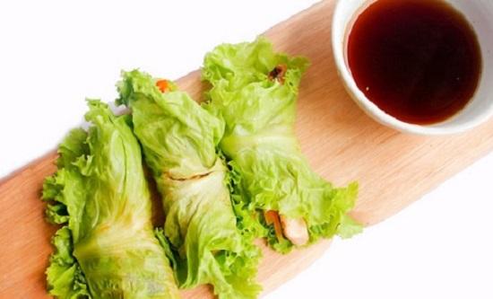 Gà nướng bọc rau xà lách
