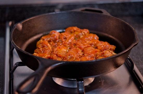 Xào thịt gà cho chín