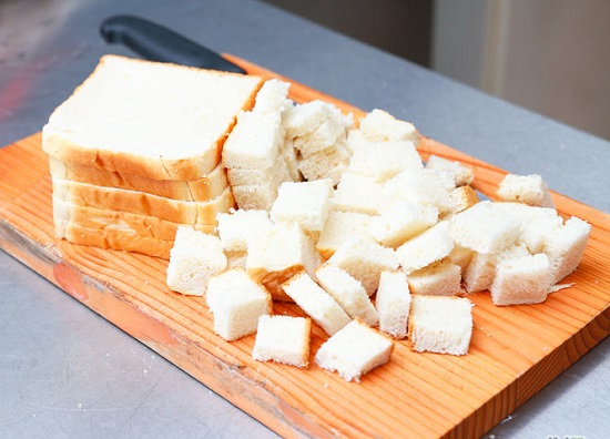 Bánh mì cắt miếng vừa ăn