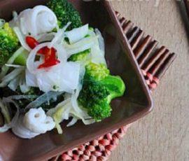 Mực trộn bông cải xanh lạ miệng độc đáo và hấp dẫn