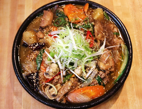Gà hầm rau củ kiểu Hàn cực hấp dẫn