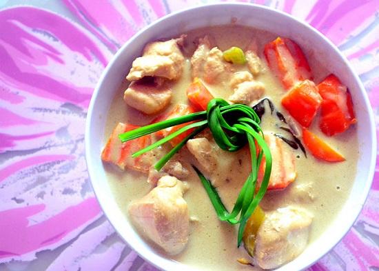 Cà ri gà nước cốt dừa kiểu Thái Lan ngon đậm đà