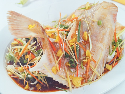Thưởng thức cá diêu hồng hấp