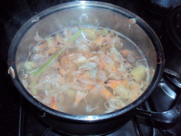 Cách nấu canh tôm chua  cay