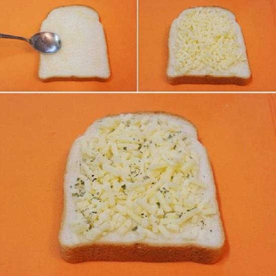 Quết mật ong và rắc lên mặt bánh mì