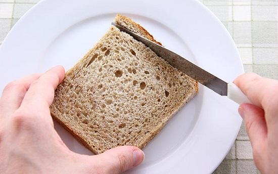 Bánh mì cắt bỏ hết phần viền cứng