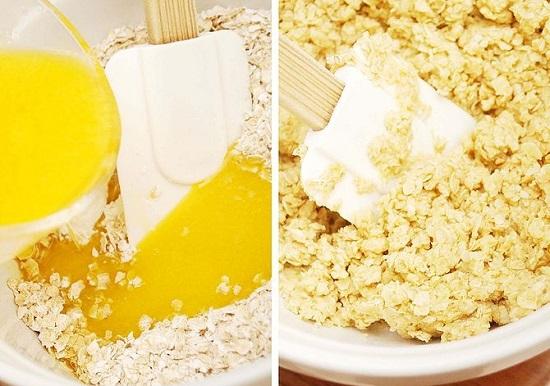 Cho bơ tan chảy vào hỗn hợp bánh ngũ cốc và bột yến mạch