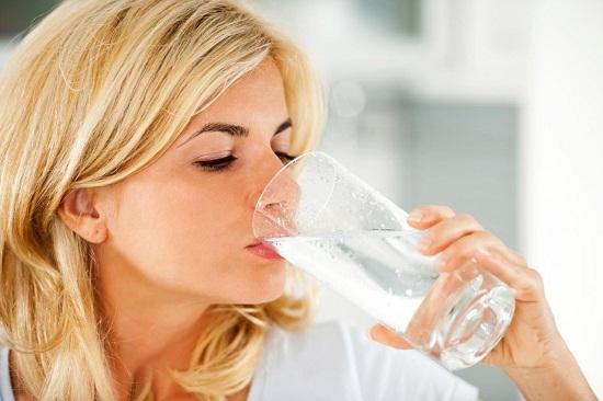 Uống nhiều nước giúp giảm cân