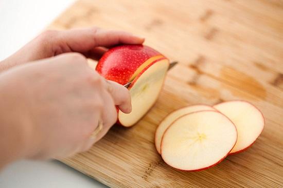 Thái táo thành lát tròn mỏng