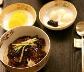 Mì sốt đậu đen Hàn Quốc ngon khó cưỡng