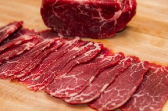 Thịt bò thái lát mỏng bản vừa phải