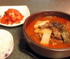Súp cay thịt bò và rau kiểu Hàn cho ngày se lạnh