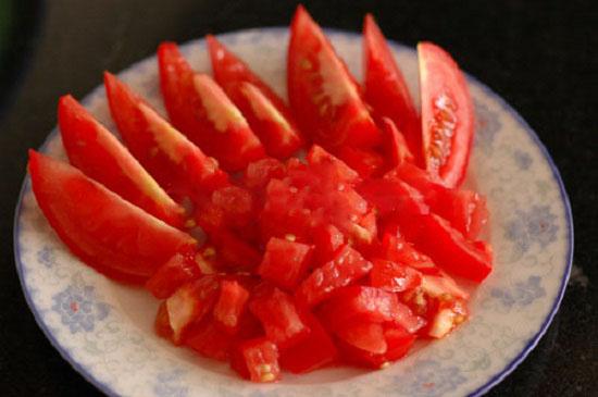 Cà chua thái miếng hạt lựu