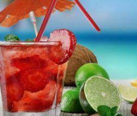 Cocktail cam dâu tây thưởng thức ngày cuối tuần