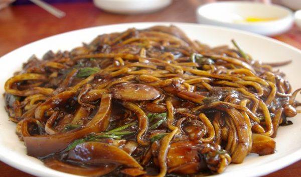 Mỳ trộn tương đen kiểu Hàn độc đáo