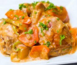 Thịt gà hầm rau củ của Philippin mang vị ngon đặc biệt