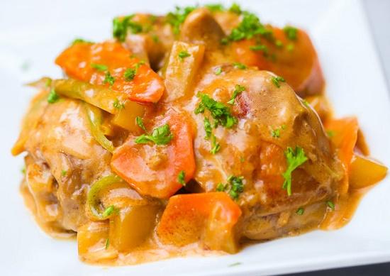 Thịt gà hầm rau củ của Philippin