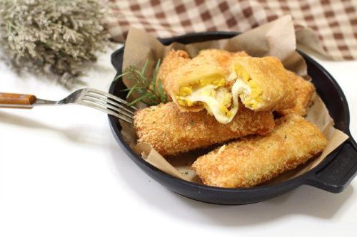Bánh mì cuộn khoai lang và phô mai chiên xù giòn rụm ngon tuyệt