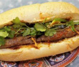 Bánh mỳ kẹp thịt bò nướng cung cấp dinh dưỡng cho bữa sáng