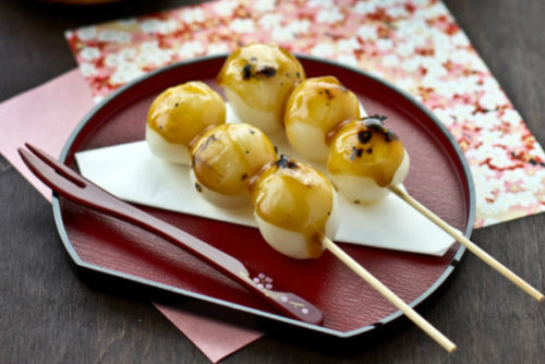 Thưởng thức món bánh trôi kiểu Nhật