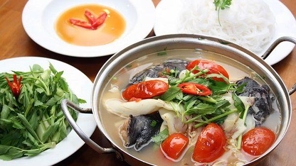 Món lẩu cá lăng nấu canh chua
