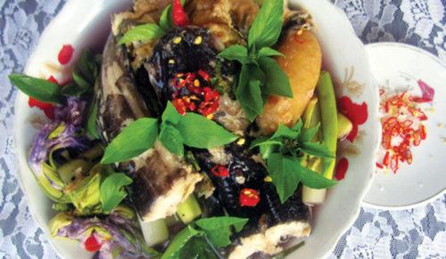 Canh chua cá ngát giải nhiệt
