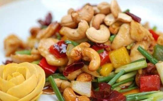 Gỏi hạt điều món ngon độc đáo chỉ có ở Bình Phước