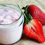 Sữa chua dâu tây tươi ngon mát và bổ dưỡng