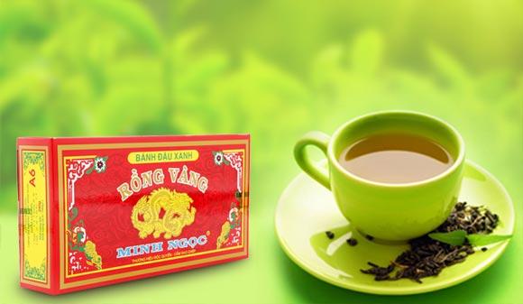 Thưởng thức bánh trà xanh cùng nước trà xanh
