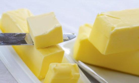 Bơ cắt thành những miếng vuông nhỏ