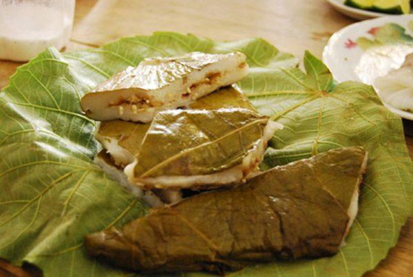 Bánh nếp nhân trứng kiến món đặc sản của Tuyên Quang