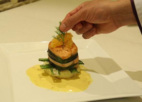 Trình bày món ăn ra đĩa và trang trí