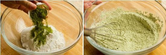 Cho bột mỳ, đường, bột nở, muối và cả bột trà xanh vào âu trộn đều