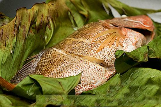 Thưởng thức món cá hấp chuối